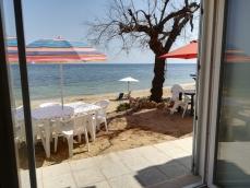 Sulla spiaggia di Torre Pali si affitta appartamento